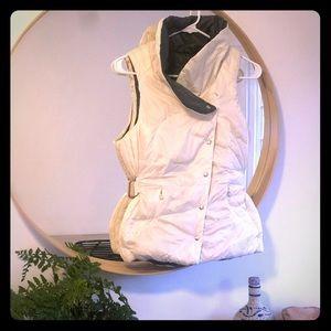 Reversible size 6 Lululemon down vest. White/Gray